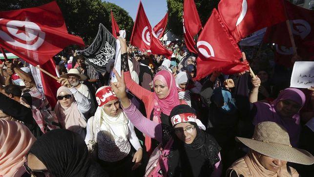 La sociedad civil celebra nueva ley de protección de las mujeres de Túnez