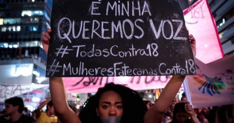 Mujeres marchan en Brasil contra ley que puede prohibir todo tipo de abortos