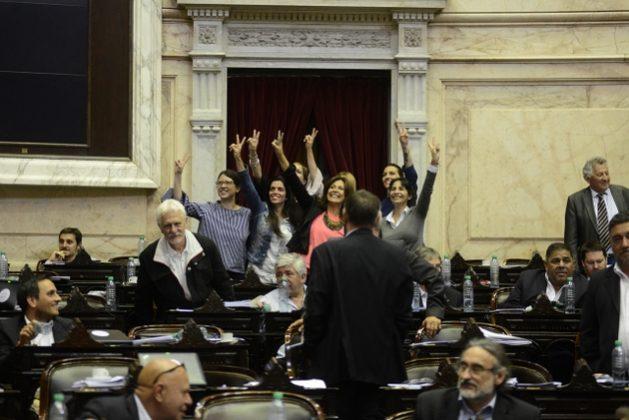 Diputadas imponen por sorpresa la paridad en política argentina