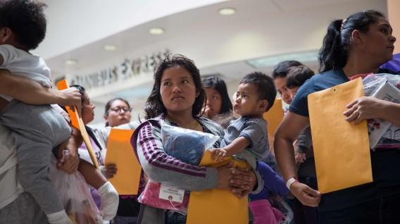Denuncian maltrato a inmigrantes embarazadas detenidas en Estados Unidos