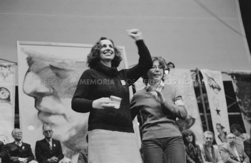 """Fanny Pollarolo, ex diputada: """"Reírse del guanaco era reírse de Pinochet, una le tenía odio, miedo, pero también nos reíamos"""""""