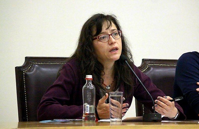 """Svenska Arensburg psicóloga de la U. De Chile: """"Cualquier cuerpo feminizado o que no cumple con la masculinidad hegemónica puede ser objeto de tortura y violencia sexual"""""""